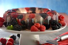 La gelatina de frutos rojos es un postre que te va a hacer quedar bien en…