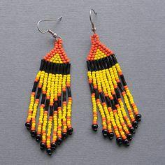 Colorful Native American Style Long Seed Bead by Seed Bead Earrings, Beaded Earrings, Seed Beads, Beaded Jewelry, Crochet Earrings, Native American Jewellery, Native American Earrings, Native American Fashion, Native Beadwork