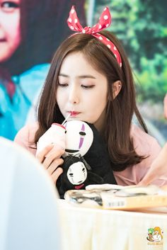 SinB very cute:) Gfriend Profile, Sinb Gfriend, Entertainment, G Friend, Queen B, Long Legs, Girl Crushes, Kpop Girls, Girl Group