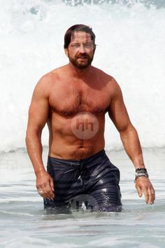 Gerard Butler shows off his muscles on Sydney's Bondi Beach. Gerard is Down Under to star in a new movie, Gods Of Egypt.