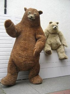 Giant teddy bear costume for a UK TVC. Teddy bear made & performed by the special effect puppeteers of Ani. Teddy Bear Costume, Giant Teddy Bear, Teddy Bears, Fursuit, Hallows Eve, Old And New, Textile Art, Puppets, Paper Dolls