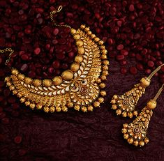 Khazana Jewellery offers exquisite collection of Gold Jewellery Designs for women. We are one of the Top jewellers in India having beautiful Indian bridal necklace & bridal jewelry sets with latest designs from our stores. Bridal Necklace Set, Bridal Jewelry Sets, Bridal Jewellery, Tanishq Jewellery, Jewellery Shops, Handmade Jewellery, Jewelry Stores, Wedding Jewelry, Gold Jewellery Design