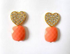 Cód: BD309  Tam: 4,5 cm    Brinco em banho de ouro com pedra de resina rosa velho e strass. R$ 27,00