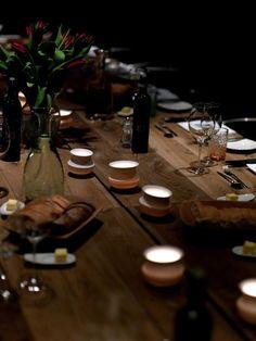 La Tavolata: Essen im Lager. Weinarchiv der Blauen Gans mit Stillsegler-Tischkultur. www.blauegans.at  www.stillsegler.com Salzburg, Table Settings, Table Decorations, Austria, Home Decor, Travel, Table, Blue, Essen