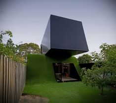 The Hill House project was completed by Melbourne based studio Andrew Maynard Architects. The house is located in Melbourne, Victoria, Australia. Hill House by Cantilever Architecture, Architecture Résidentielle, Australian Architecture, Australian Homes, Amazing Architecture, Melbourne Architecture, Sustainable Architecture, Sustainable Design, Building A Fence