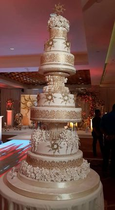 The Effective Pictures We Offer You About traditional weddin Extreme Wedding Cakes, Huge Wedding Cakes, Extravagant Wedding Cakes, Elegant Wedding Cakes, Beautiful Wedding Cakes, Gorgeous Cakes, Wedding Cake Designs, Cake Structure, Wedding Wows