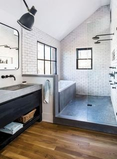 50 Amazing Small Master Bathroom Shower Remodel Ideas and Design Love combo bath/shower 50 lovely small master Exciting Master Small Bathroom Ideas T Scandinavian Bathroom Design Ideas, Bathroom Interior Design, Restroom Design, Scandinavian Small Bathrooms, Restroom Decoration, Scandinavian House, Modern Bathroom Design, Interior Ideas, Luxury Bathrooms