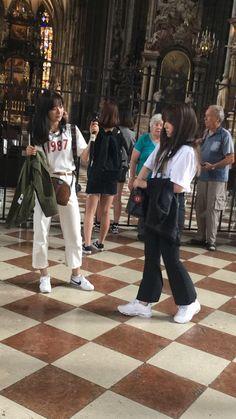 SeulRene Sullin Daily🌱 on – taeteny – Join the world of pin Wendy Red Velvet, Red Velvet Irene, Kpop Fashion, Fashion Outfits, Womens Fashion, Velvet Wallpaper, Red Velvet Seulgi, Velvet Fashion, Airport Style