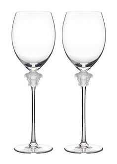 Medusa Lumiere White Wine Glasses by Versace Home. The transparent head of Medusa and the long stem bestow elegance to the glasses Crystal Uses, Glass Crystal, White Wine Glasses, Champagne Glasses, Versace Home, Handmade Kitchens, Wine Storage, Luxury Home Decor, Medusa