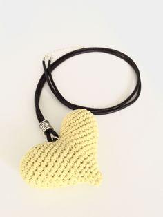 corazones - collar ganchillo - crochet necklace - corazón personalizado - personalized heart de Inayass en Etsy