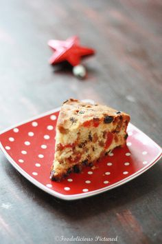 """So for this season it's the Scottish fruit cake that is moist, fruity and very chirstmassy. And it is ludicrously straightforward. There is someone I want to thank and that's Jehanne of """"The cooki… Xmas Pudding, Christmas Pudding, Fruit Recipes, Cake Recipes, Scottish Recipes, Christmas Cupcakes, Dundee, Cake Cookies, Sweets"""