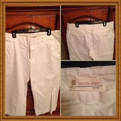 Chopped chino White cropped chino with back pockets .very nice for any occasion .worn once price firm GAP Pants Capris