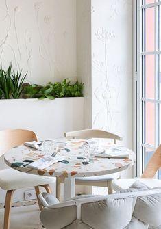 6 fun ideas on how to decorate with terrazzo (Daily Dream Decor) Interior Design Magazine, Interior Design Blogs, Commercial Interior Design, Interior Design Kitchen, Interior Inspiration, Interior Decorating, Decorating Games, Decorating Websites, Design Retro