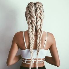 """emilyrosehannon på Instagram: """"Looking for some new braid inspiration! Tag me in your favorite photos on Instagram and I may try to recreate it!"""""""