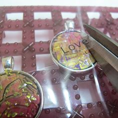 Resin pendant ideas - Mixed media resin project - Resin Obsession Ice Resin, Clear Resin, Resin Crafts, Resin Art, Spray Paint Vases, Making Resin Jewellery, Diy Jewellery, Rubber Texture, Resin Tutorial