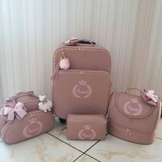 26 Ideas cars essentials for baby Cute Luggage, Luggage Sets, Baby Gadgets, Baby Necessities, Everything Baby, Baby Needs, Baby Furniture, Beauty Box, Baby Accessories