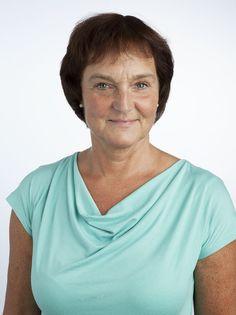 Benedikte Hertel er sundhedsplejerske og psykoterapeut. Hun har igennem mere end tyve år fulgt og hjulpet utallige børnefamilier og arbejder i dag som sundhedsfaglig konsulent, hvor hun rådgiver både børnefamilier og virksomheder. Hun er desuden er efterspurgt foredragsholder og afholder kurser med fokus på forebyggelse og behandling af stress hos børn og voksne.