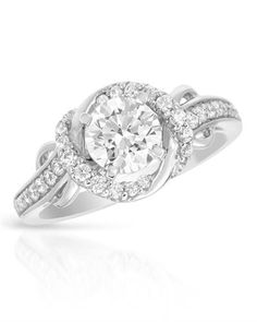 Beautiful solitaire ring. Diamonds and white gold