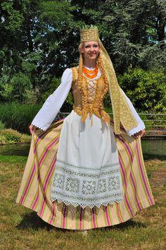 lietuviu liaudies drabuziai - Google-søk, traditional dress of somewhere? Haha, arendelle?