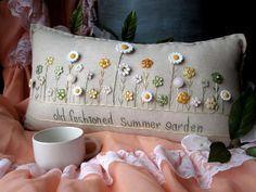 Old Fashioned Summer Garden Pillow Cottage Style von PillowCottage