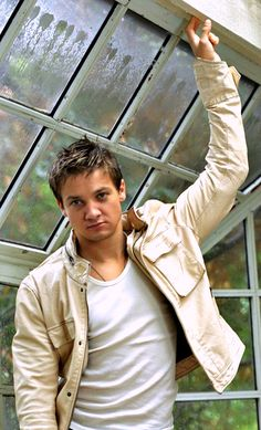 Jeremy Renner He looks like a baby here!