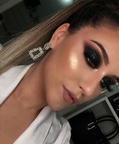 Image in Admin's images album Bridal Eye Makeup, Glam Makeup, Makeup Inspo, Makeup Inspiration, Hair Makeup, Makeup Eye Looks, Smokey Eye Makeup, Pretty Makeup, Eyeshadow Makeup