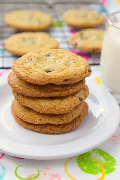 Need cookies, and out of butter? No problem! Make these No Butter Chocolate Chip Cookies and you'll get your dairy-free cookie fix! Cookie Desserts, No Bake Desserts, Cookie Recipes, Dessert Recipes, Gf Recipes, Yummy Treats, Delicious Desserts, Sweet Treats, Chocolate Chip Cookie Recipe No Butter