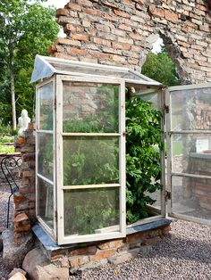 I want a house like that for my tomatoes. I think Dr. Who would be proud of this!