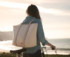 Bike to the Beach Bag - cool idea and so practical, not only for biking but traveling!