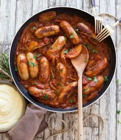 This Devilled Sausages Recipe is the ultimate comfort food. Cooked in one pan with a rich and spicy tomato sauce, quick dinners have never tasted so good! Devilled Sausages Recipes, Deviled Sausages, Sausage Recipes, Cooking Recipes, Pork Sausages, Goose Fat Roast Potatoes, Chicken And Chorizo Pasta, Fried Chicken, Baked Potato Wedges Oven