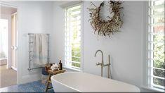 modern stílusú fürdőszoba (Luxusházak, lakások) All White Bathroom, Laundry In Bathroom, Dream Bathrooms, Beautiful Bathrooms, Bathroom Inspiration, Bathroom Ideas, Bathroom Inspo, Wet Rooms, Bathroom Interior Design