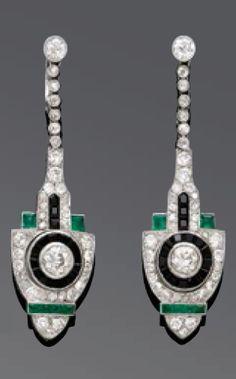 A pair of Art Deco diamond, onyx, emerald and platinum ear pendants, French… Hand Jewelry, Jewelry Shop, Jewelry Art, Antique Jewelry, Vintage Jewelry, Jewelry Design, Vintage Earrings, Jewlery, Bijoux Art Deco