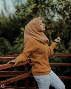 Beautiful Hijab Girl, Beautiful Muslim Women, Casual Hijab Outfit, Hijab Chic, Hijabi Girl, Girl Hijab, Video Hijab, Hijab Jeans, Hijab Fashionista