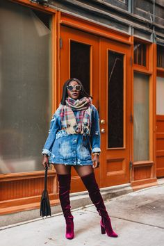 From jeans to oversized denim jackets, we'll always have a special place for classic denim pieces in our wardrobe. If you're in a fashion rut and want a few ideas for how to style your denim outfits, you've come to the right place.