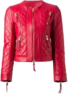 €2,031, Veste en cuir matelassée rouge Moschino. De farfetch.com. Cliquez ici pour plus d'informations: https://lookastic.com/women/shop_items/118539/redirect
