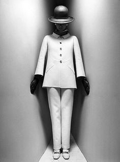 Suit by Mila Schön, photo by Ugo Mulas, 1968