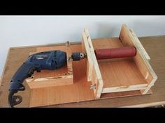 DIY Homemade 8 Drum Sander / Thickness Sander Using A Drill Machine. Woodshop Tools, Used Woodworking Tools, Carpentry Tools, Wood Tools, Woodworking Furniture, Woodworking Projects, Wooden Projects, Wood Crafts, Diy Projects