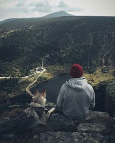 Survival camping tips Photography Poses For Men, Nature Photography, Travel Photography, Adventure Awaits, Adventure Travel, Dog Travel, Alaskan Malamute, Malamute Dog, Foto Pose