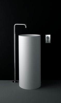 Lavabo sur pied en Corian® PHC By Boffi design Piero Lissoni Lavabo Design, Washbasin Design, Minimalist Bathroom, Modern Bathroom, Beautiful Bathrooms, Bathroom Furniture, Bathroom Interior, Small Toilet Room, Boffi