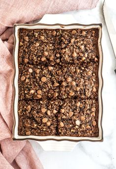 This easy and chocolately double chocolate zucchini baked oatmeal makes perfect on-the-go breakfasts for stress free mornings all summer long. Gluten free and high in protein. Delicious Breakfast Recipes, Savory Breakfast, Breakfast Cookies, Breakfast Time, Breakfast Ideas, Protein Oatmeal, Baked Oatmeal, Oatmeal Muffins, Whole Food Recipes