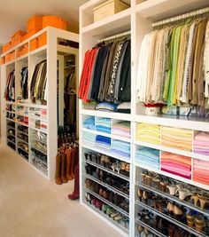 If you're dreaming of a luxury walk-in closet in your home, you're definitely not alone. Visit our gallery of luxurious walk-in closet designs. Closet Walk-in, Master Closet, Closet Bedroom, Closet Space, Closet Storage, Huge Closet, Wardrobe Storage, Closet Shelving, Bedroom Decor