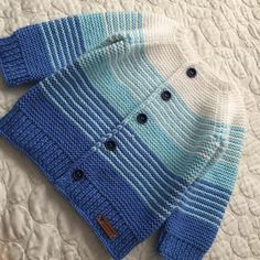 Baby-Strickanleitung baby Beadwork Knitting Kostenlose Strickanleitung für Baby-Overall patterns Poncho Vicky Wolff Crochet Baby Poncho, Knitted Baby Cardigan, Crochet Toddler, Toddler Poncho, Kids Poncho, Baby Hoodie, Poncho Knitting Patterns, Hoodie Pattern, Baby Sweaters