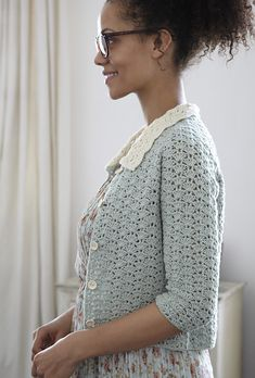 Peter Pan Collar Cardigan - pattern by Nicki Trench from the book 'Geek Chic Crochet'. Love that they use a non-white model. Gilet Crochet, Crochet Cardigan Pattern, Crochet Shirt, Knit Crochet, Crochet Patterns, Crochet Sweaters, Ravelry Crochet, Crochet Ideas, Sewing Patterns