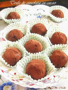 Trufe de ciocolata cu cacao ~ Culorile din farfurie Delicious Desserts, Dessert Recipes, Home Food, Culinary Arts, Something Sweet, Sweet Tooth, Muffin, Ale, Candy