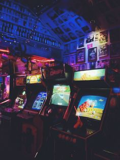 Neon lights in an arcade Neon Aesthetic, Aesthetic Vintage, Aesthetic Photo, Aesthetic Pictures, Photo Wall Collage, Picture Wall, Mundo Dos Games, Different Aesthetics, 8 Bits