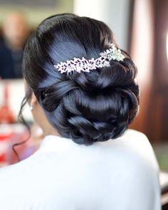 Black Brides Hairstyles, Bride Hairstyles, Black Bridesmaids Hairstyles, Black Bridal Makeup, Wedding Hair And Makeup, Natural Hair Updo, Natural Hair Styles, Updo Curly, Bridal Hair Buns
