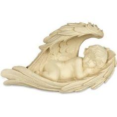 Engel slaapt in vleugel  Prachtige engel van Angelstar  prachtig gestileerd en met de grootste zorg afgewerkt  Engelenbeelden voor meditatie, contemplatie, decoratie in huis en als grafversiering. Materiaal: kunstharsKleur: mat ivoor  Afmeting 22 cm