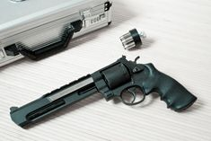 everyday-cutlery:  Smith  Wesson 629 Performance Center by mythaeus