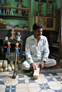 Matheran Kala artisan Bhanwar Lal Suthar at his workshop