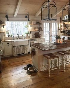 34 Modern and Classic Wooden Kitchen Design Ideas img No 40 - Different and interesting kitchen design, kitchen ideas, kitchen remodel, kitchen decor, kitchen or - Farmhouse Kitchen Decor, Home Decor Kitchen, New Kitchen, Home Kitchens, Kitchen Ideas, Farmhouse Style, Rustic Chic Kitchen, Country Style, Rustic Kitchens